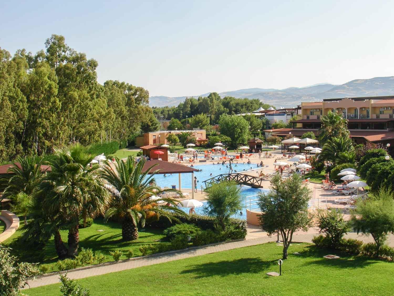 villaggio piscina e giardini